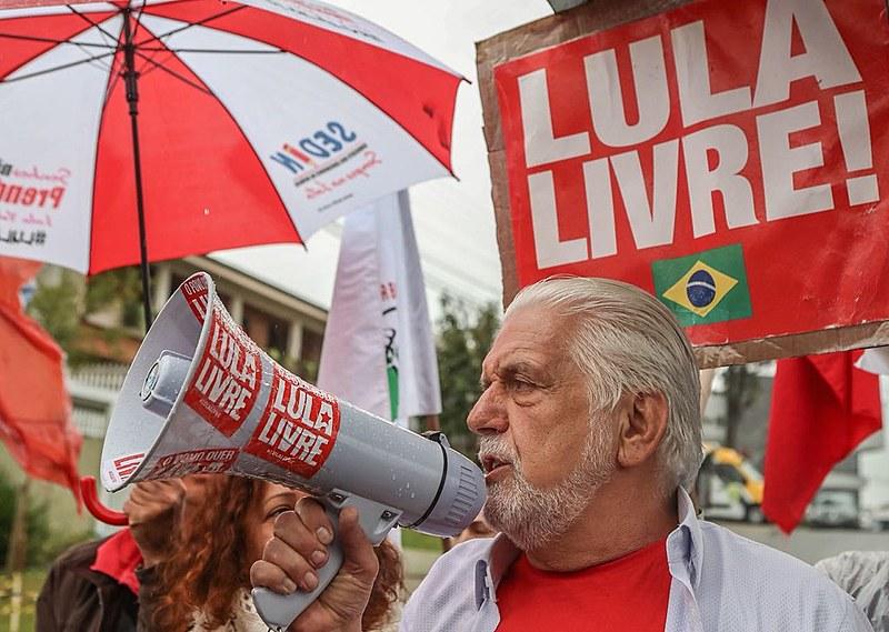 O ex-ministro da casa civil Jaques Wagner visitou o ex-presidente Lula.