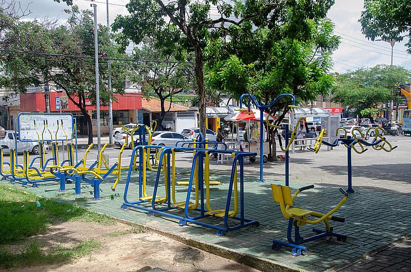 Construída em volta do Mercado Público Joaquim Távora, a praça conta com pista de skate, academia, cachorródromo e o Mercado da Flor