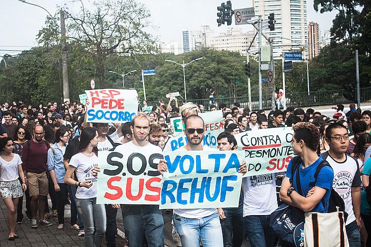 Estudantes e professores fazem ato para denunciar situação do Hospital São Paulo que atende mais de 5 milhões de pessoas
