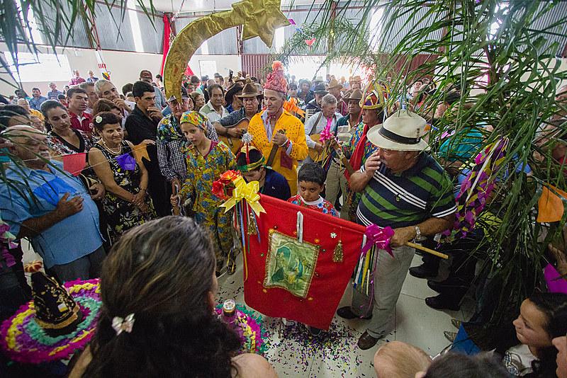 Em geral, a festa da Folia é organizada por um festeiro que fez algum pedido aos três reis santos e teve sua graça atendida