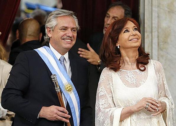 A posse do presidente da Argentina, Alberto Fernández, e da vice-presidente, Cristina Kirchner, completa um mês nesta sexta-feira (10)