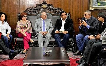 Renan Calheiros recebeu o senador Paulo Paim e representantes de centrais sindicais.
