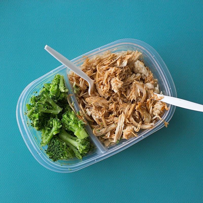 Carboidratos, legumes, verduras e fibras compõem uma alimentação saudável que pode ser levada nas marmitas.