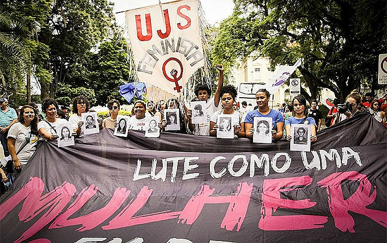 Mulheres em defesa de Lula -Manifestação com alma feminina em Porto Alegre para resistir aos retrocessos