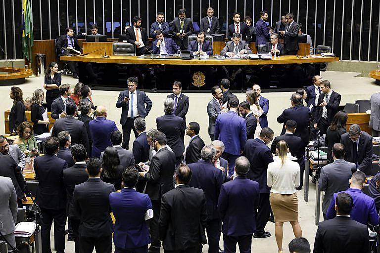 Enquanto estadunidenses terão acessos a todas instalações, brasileiros terão restrição circular