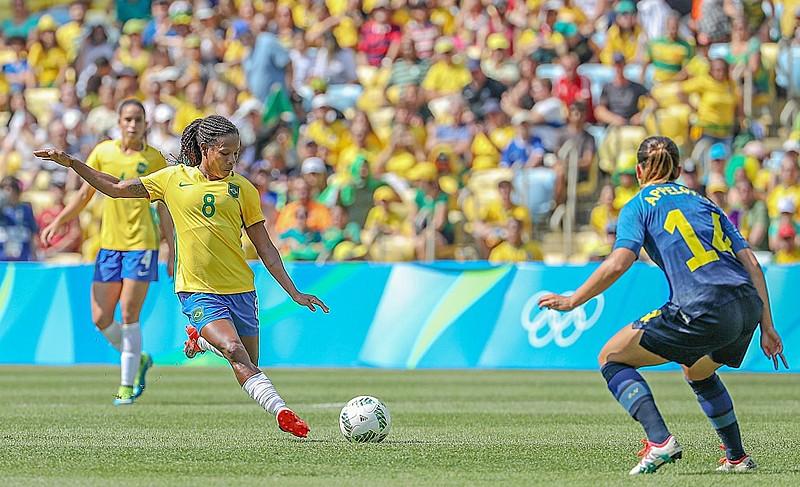 Futebol feminino no Brasil entrega muito mais do que recebe