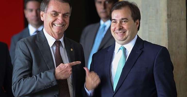 Jair Bolsonaro (esq.) e o presidente da Câmara, Rodrigo Maia (dir.)