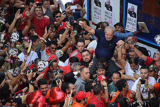 Held as a political prisoner since Apr. 7, Lula is unable to conduct his election campaign