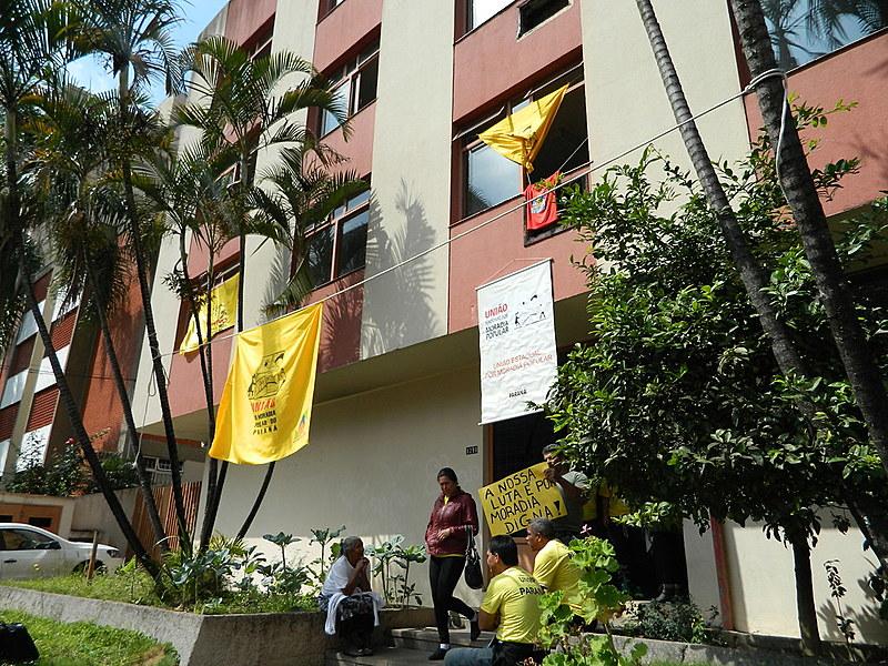 Cerca de 120 famílias ocuparam o prédio do INSS em 2015