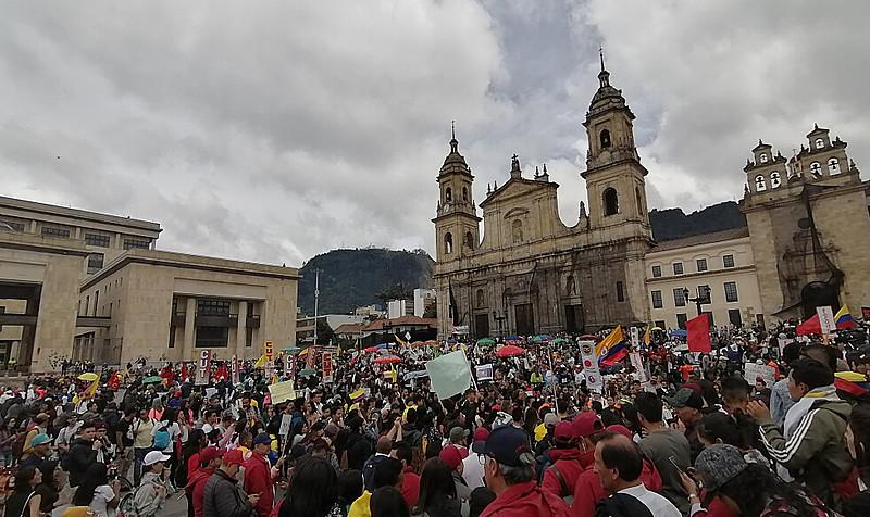 Praça Bolívar, em Bogotá, em mais um dia de protestos contra medidas do presidente Iván Duque