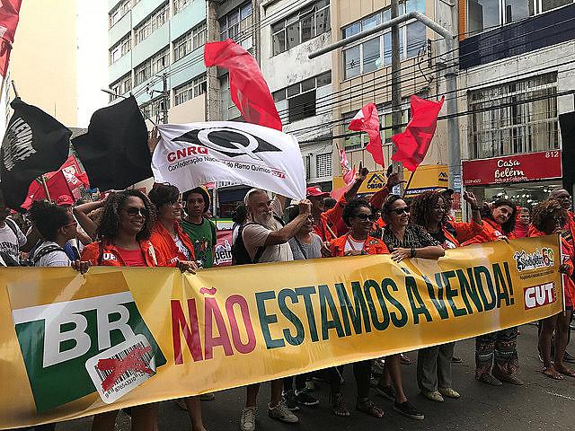 Multitud toma las calles de Salvador (estado de Bahía) en la apertura del Foro Social Mundial 2018