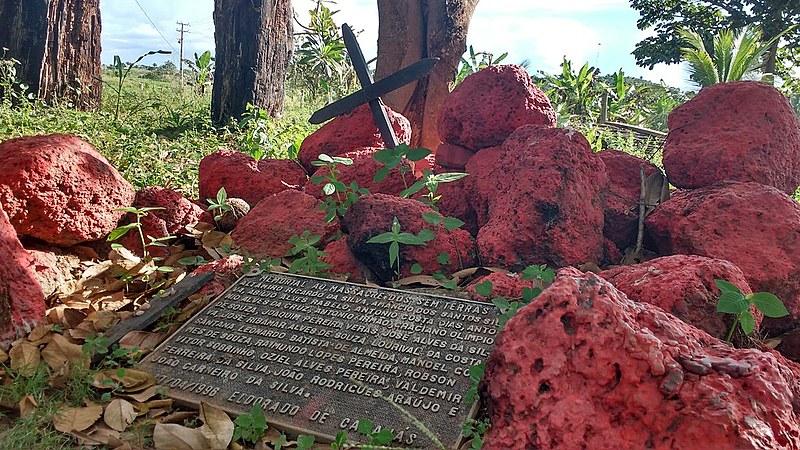 Placa homenageia os 19 sem-terra mortos em Eldorado de Carajás, em 1996
