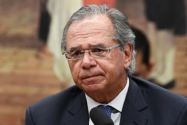 Economistas señalan que programa liberal del ministro de Economía, Paulo Guedes, puede profundizar la crisis económica