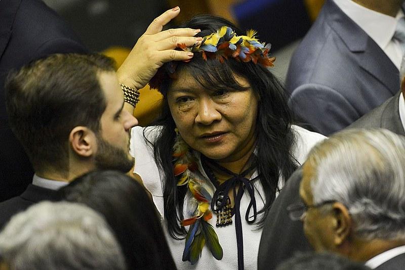 Joenia Wapichana durante sessão de posse no Congresso Nacional em fevereiro deste ano