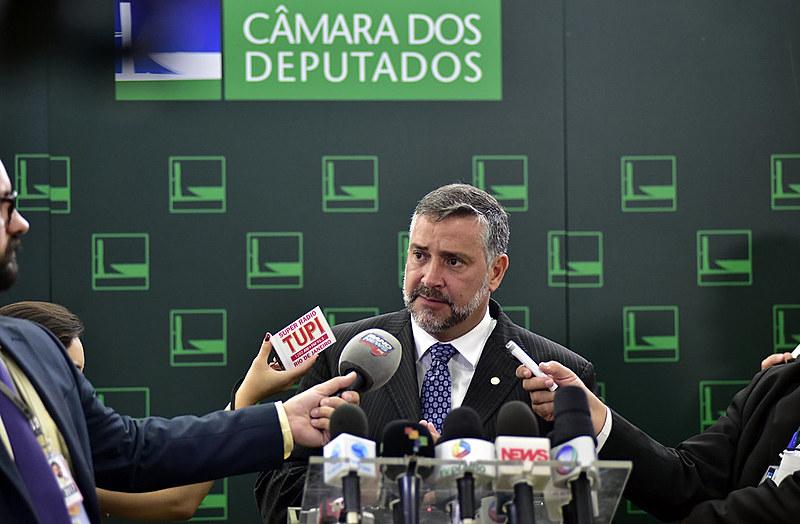 Deputado Paulo Pimenta (PT) cobrou explicações de Rodrigo Maia nesta quinta-feira (3)