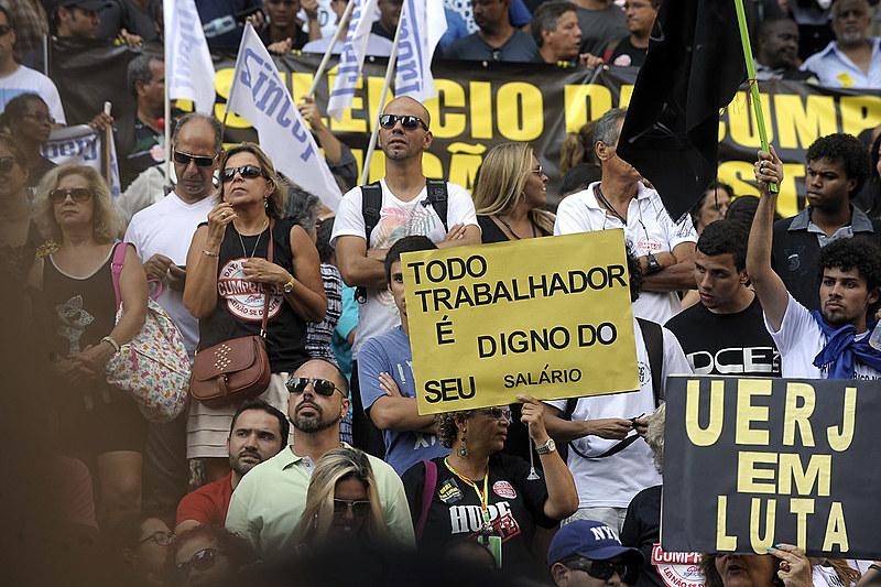 Servidores estaduais do Rio se manifestam para garantir salário em dia