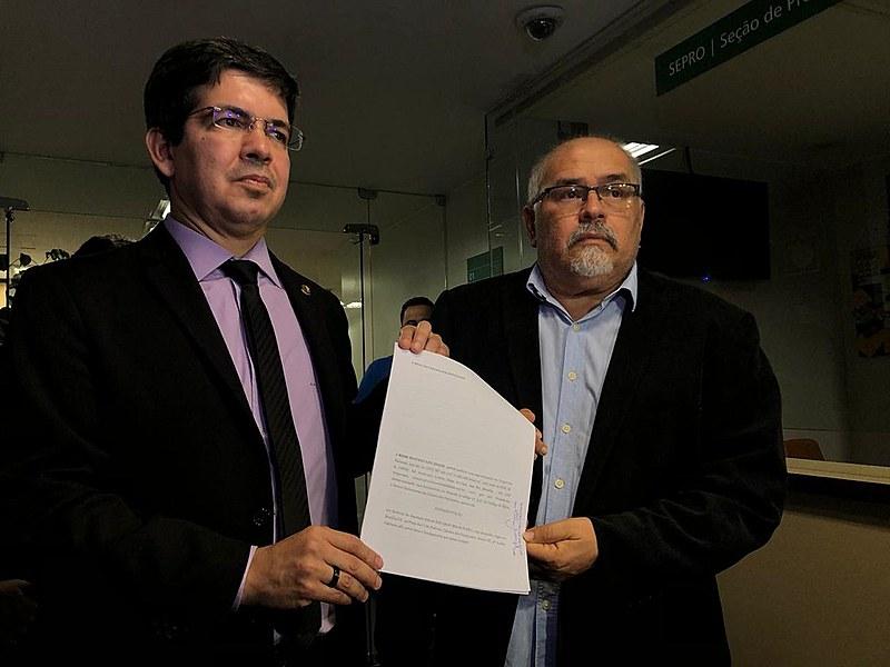 Pedido de cassação de Eduardo Bolsonaro foi formalizado na tarde desta segunda-feira (4), na Câmara dos Deputados