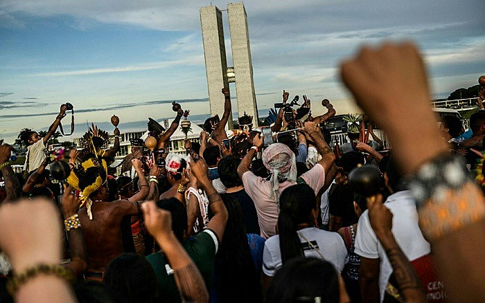 Indígenas durante protesto em frente ao Congresso Nacional, em Brasília (DF), em 2017