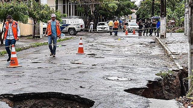 Um estudo do Serviço Geológico do Brasil (CPRM) constatou que a ação mineradora na região resultou em três fissuras de 1,5 km cada uma