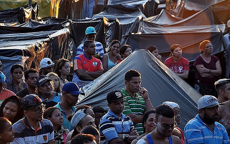 Acampamento, que já é o segundo maior do país, deve começar a restringir chegada de novas famílias