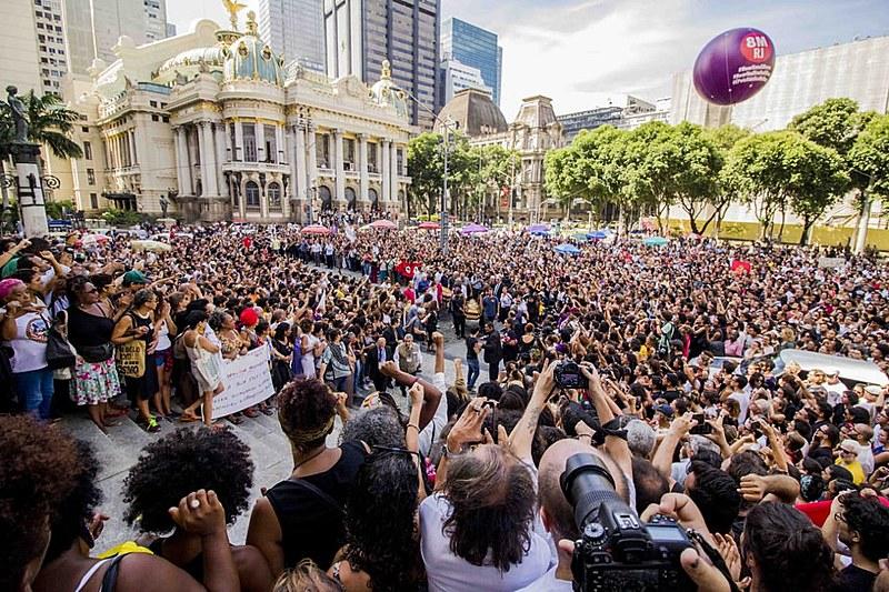 A cerimônia, que aconteceu no Salão Nobre da Câmara dos Vereadores do Rio de Janeiro, foi restrita a amigos e familiares