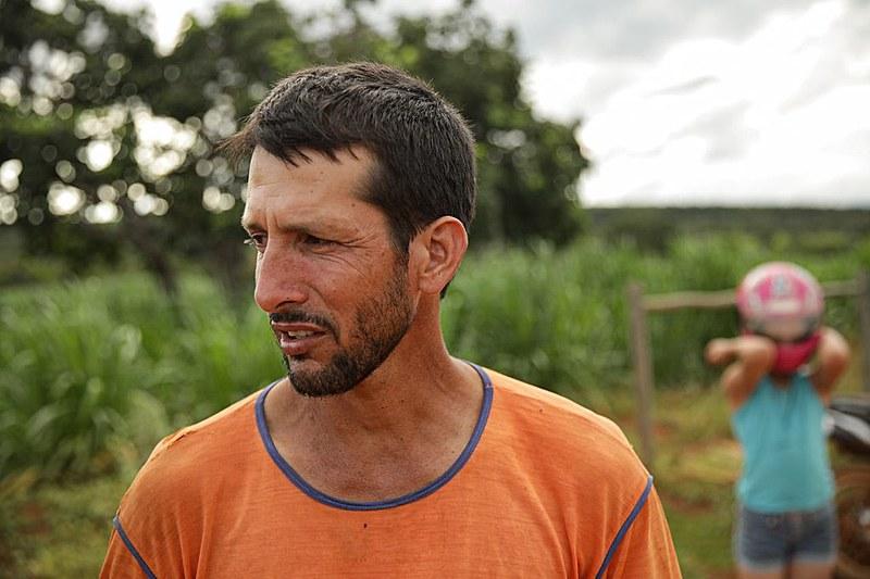 Alexandre Magela é casado e tem duas filhas, no entanto, só esposa recebe direito. Nem ele e nem as meninas foram atendidos pela empresa