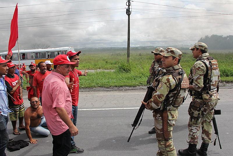 Manifestação dos trabalhadores e trabalhadoras foi reprimida pela Polícia Militar