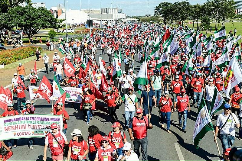 Cerca de 10 mil trabalhadores estão reunidos em Brasília para engrossar o coro das manifestações contra a reforma da Previdência