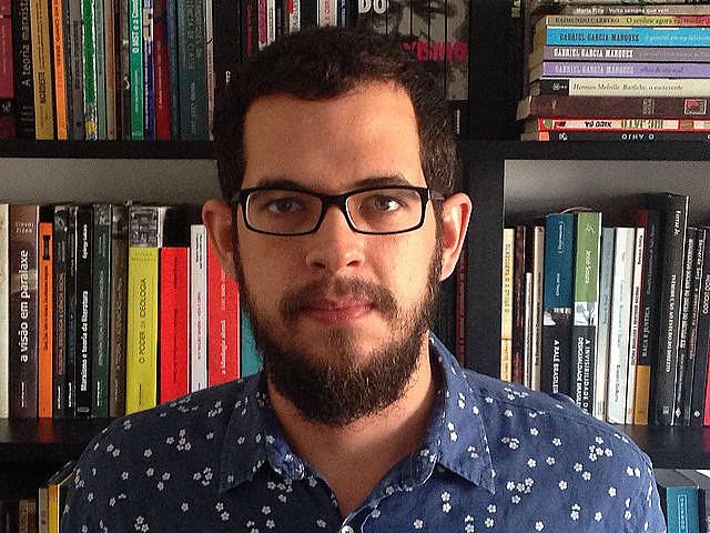 Roberto Efrem Filho - ou Beto, como gosta - é do Recife e, vez ou outra, atrapalha-se com as palavras, nas redes sociais ou, agora, nestas páginas.