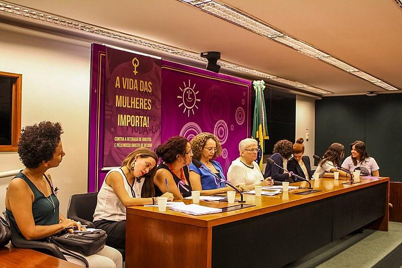 Mulheres do PSOL e a Anis apresentaram o conteúdo dá ação nesta terça (7)