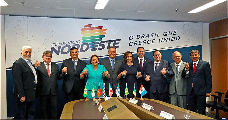 Governadores dos nove estados nordestinos reunidos no evento de lançamento do Consórcio