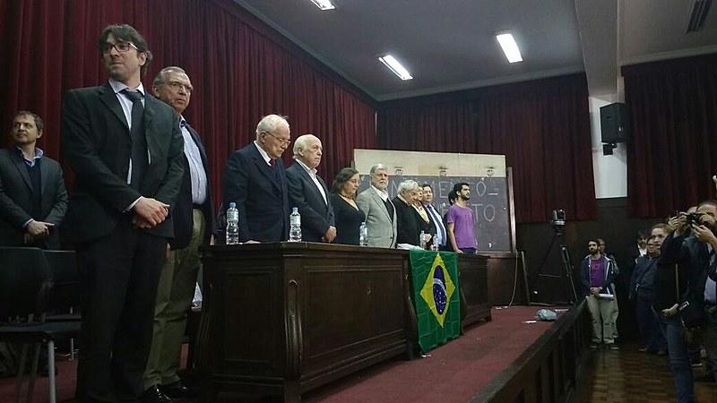 Intelectuais e artistas se reúnem na Faculdade Largo São Francisco para lançamento de manifesto