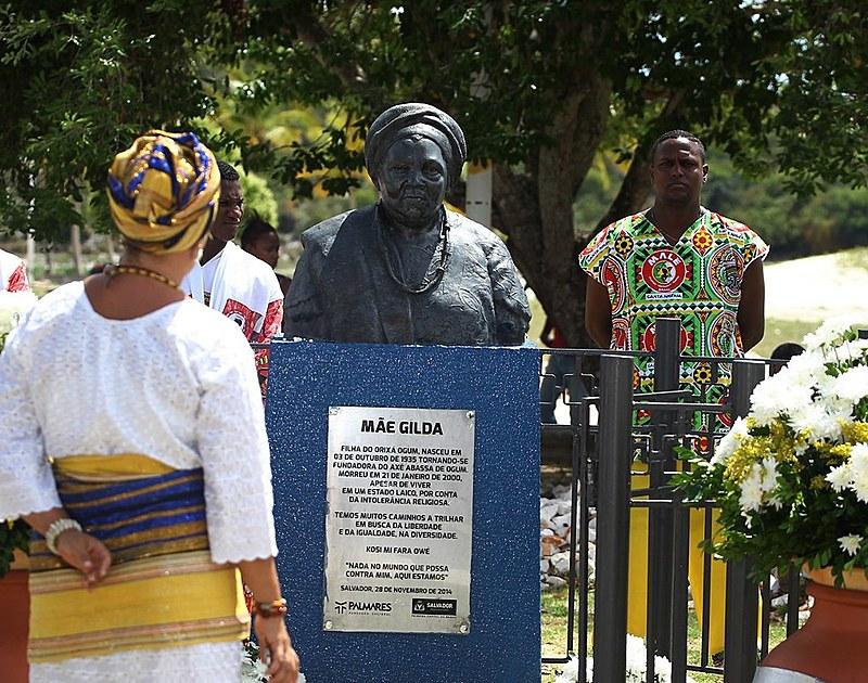 O busto de mãe Gilda, em Itapuã (BA), é um símbolo da luta contra a intolerância
