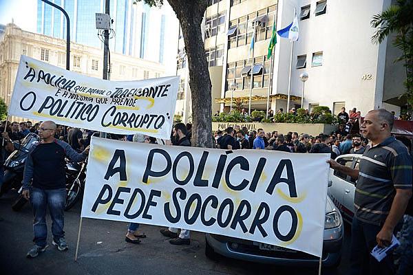 Policiais civis, agentes penitenciários e bombeiros se unem para lutar por direitos trabalhistas