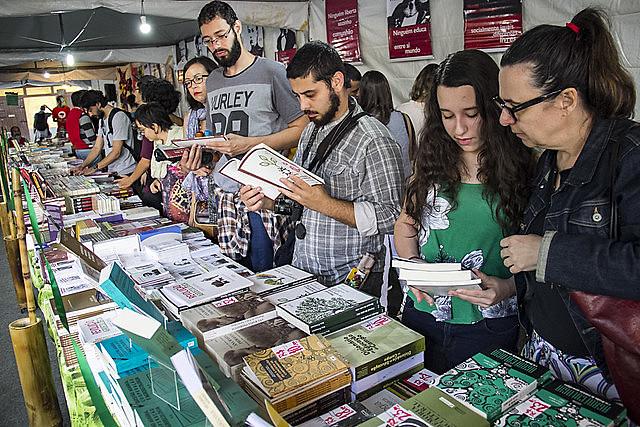 Estande da editora Expressão Popular na Feira Nacional da Reforma Agrária, em São Paulo