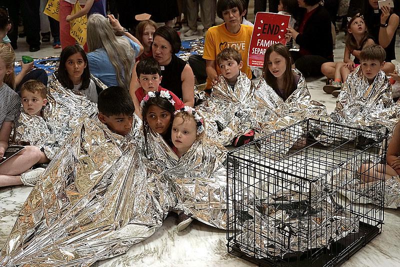 Crianças estadunidenses protestam contra a separação de famílias na fronteira e os maus-tratos nos centros de detenção