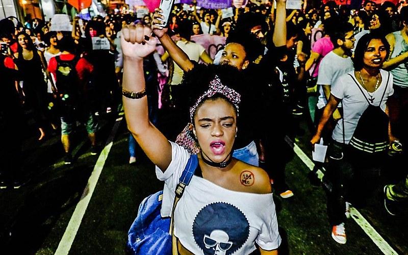 Manifestações ocorrem no fim de semana que antecede as eleições de outubro