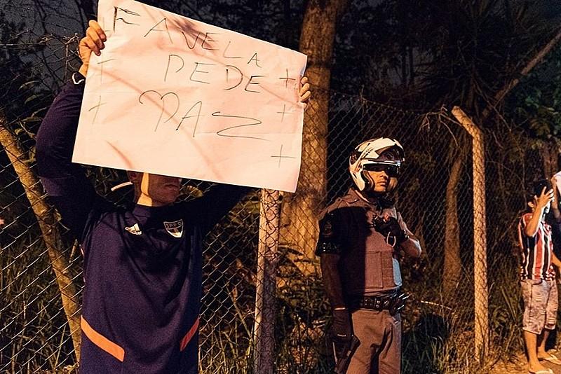 Moradores de Paraisópolis se manifestam contra ação da PM
