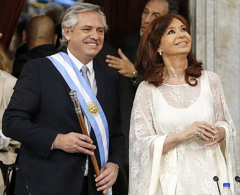 Cerimônia realizada no Congresso Nacional, em Buenos Aires; em seguida, começou a festa popular em frente à Casa Rosada