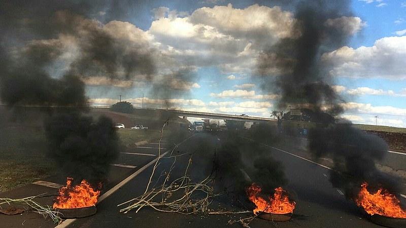 Em Minas Gerais rodovias foram paralisadas durante a Greve Geral