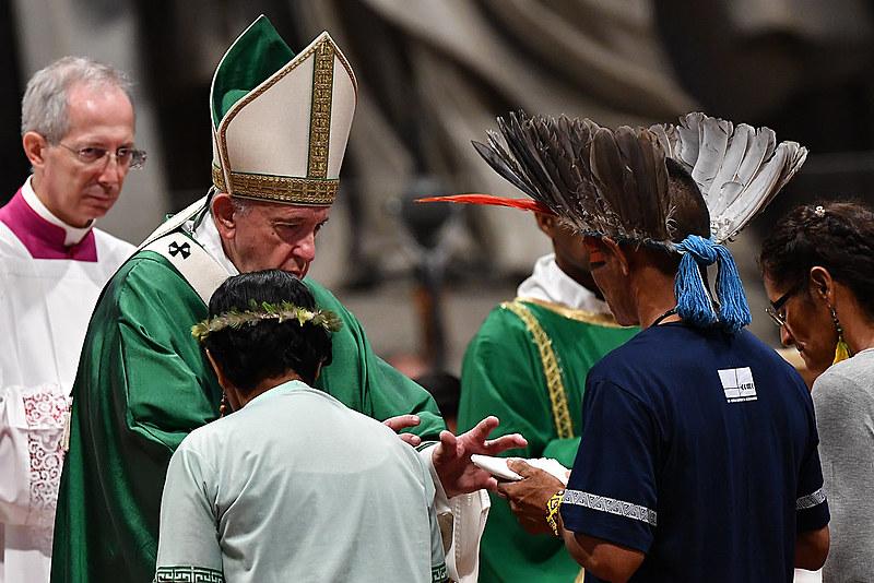 """Papa também pediu que qualquer impulso para tentar """"domesticar os povos originais"""" seja contido"""