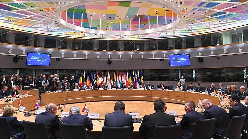 Ministros da União Europeia reunidos na reunião do Conselho Europeu nessa segunda (13)