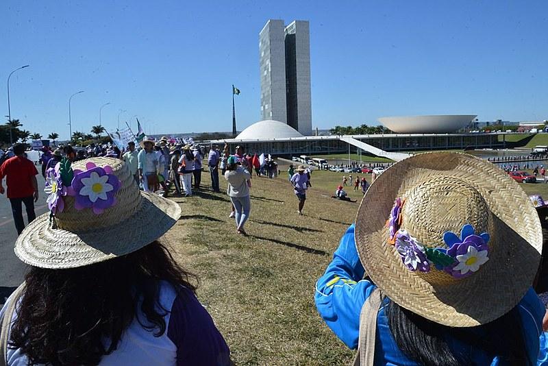 Pelo menos 100 mil amulheres são esperadas no evento em Brasília
