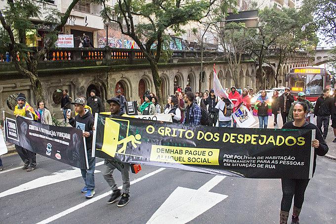 Ato passou pelo viaduto da Borges, local onde polícia realizou uma violenta remoção de famílias e pessoas sem um teto para viver
