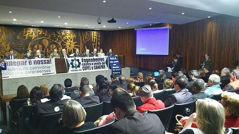 Audiência pública realizada nesta terça-feira (30) colocou em debate a proposta do novo pacote de ajuste fiscal do governador do Paraná, Beto Richa (PSDB)