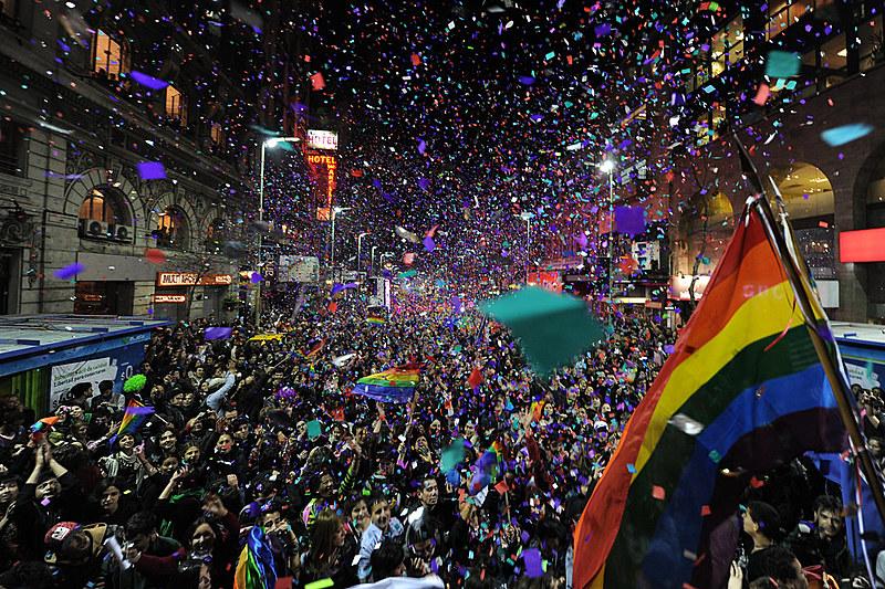 O país, que aprovou o casamento igualitário em 2013, agora discute novas propostas para ampliar o acesso a estrangeiros