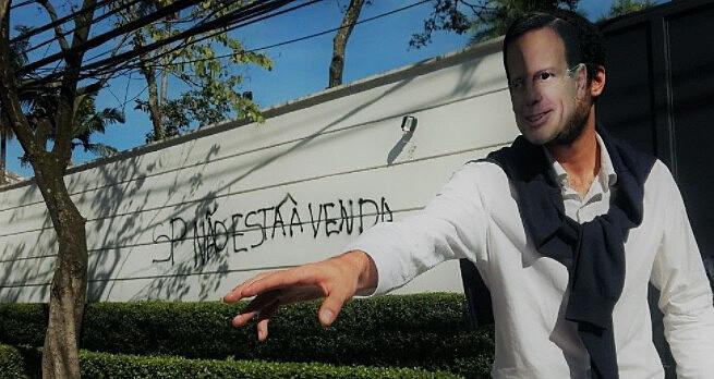 Coletivo foi multado no valor de R$5 mil reais por dano ao patrimônio e crime ambiental