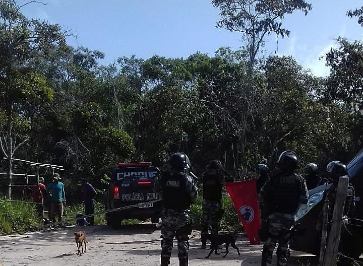 """De acordo o MST, a PM ameaçou """"as famílias e impedindo de retirarem seus pertences das moradias"""""""