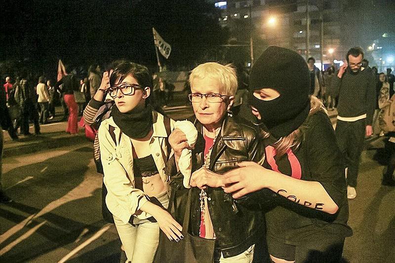 Manifestantes fogem da repressão policial em São Paulo (SP)