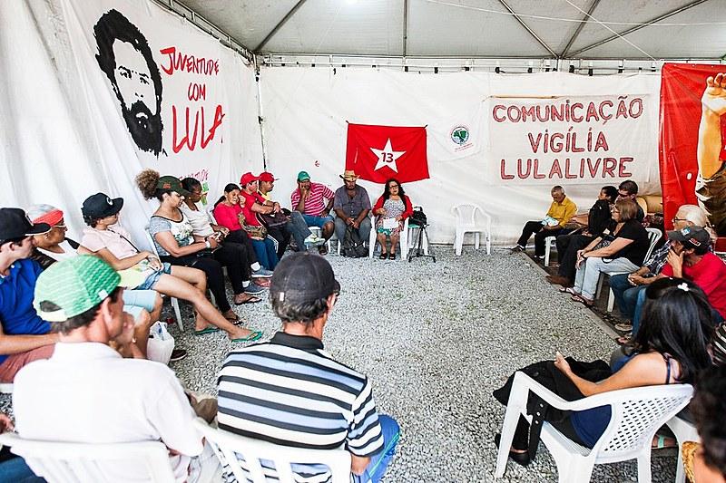 """""""Na ditadura, nós viramos de costas para a América Latina"""", afirma professora"""